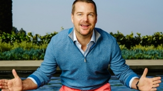 Chris O'Donnell in the pool