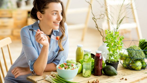 3 Bad Habits That Lead to Emotional Eating | Live Happy Magazine